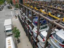 在曼哈顿的多个平实停车场 免版税库存图片