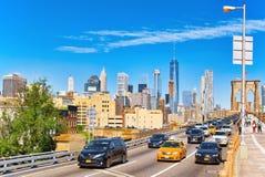 在曼哈顿的看法从在更低的Manhat之间的布鲁克林大桥 库存照片