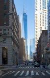 在曼哈顿的财政区的街道场面在纽约 免版税库存照片