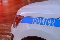 在曼哈顿街的经典NYPD汽车最大的市政警察在美国 库存照片