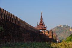 在曼德勒宫殿,缅甸的(Burmar)曼德勒的墙壁 免版税库存照片