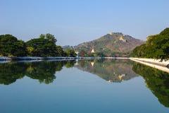在曼德勒宫殿,缅甸的(Burmar)曼德勒的河墙壁 库存图片