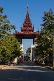 在曼德勒宫殿,缅甸的(Burmar)曼德勒的门 库存照片