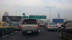 在曼谷明确途中的交通堵塞 库存图片