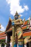 在曼谷玉佛寺寺庙的牦牛巨型雕塑在Bangok,泰国 图库摄影