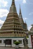 在曼谷玉佛寺的中国岩石巨人,鲜绿色菩萨寺庙 库存图片