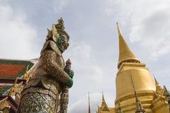 在曼谷玉佛寺的巨型立场,曼谷,泰国 库存照片
