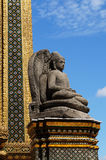 在曼谷玉佛寺的菩萨雕象 免版税库存照片
