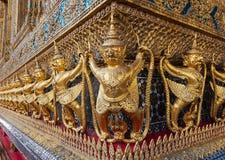 在曼谷玉佛寺的鹰报 免版税库存图片