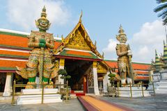 在曼谷玉佛寺鲜绿色菩萨的寺庙或寺庙的巨人 库存图片