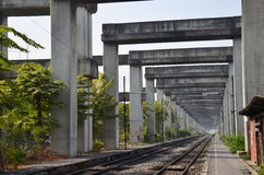 在曼谷的艺术在曼谷泰国举起了路和火车系统BERTS或HopeWell项目 免版税图库摄影