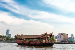 在曼谷附近为小船服务,泰国河  库存图片