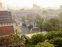 在曼谷,泰国屋顶的看法  库存照片