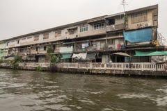 在曼谷Khlong运河的泰国Longtail小船 免版税库存照片