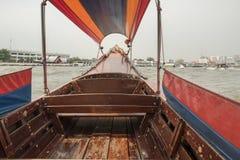 在曼谷Khlong运河的泰国Longtail小船 图库摄影