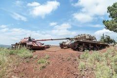 在最后的审判日赎罪日战争以后的被摧毁的以色列和叙利亚坦克在戈兰高地在以色列,在边界附近与叙利亚 库存图片