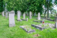 在最大的Mennonite公墓的老坟墓波兰的北部的 库存图片