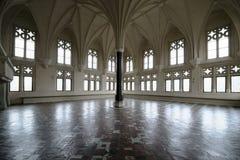 在最极大的哥特式城堡的Mal在欧洲 库存照片