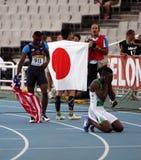 在最终400米的障碍以后的运动员 免版税库存照片