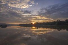 在月亮河泰国的日出 库存照片