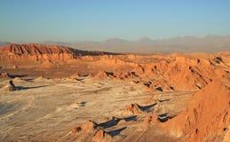 在月亮的谷,圣佩德罗火山de阿塔卡马,智利的日落 图库摄影