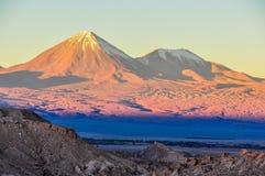 在月亮谷的日落在阿塔卡马沙漠,智利 库存图片