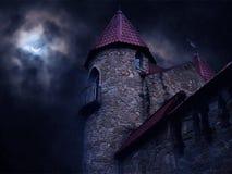 在月光的黑暗的城堡 免版税图库摄影