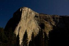 在月光的El Capitan 免版税图库摄影