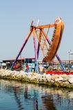 在月神公园的摇摆的长平底船 库存照片