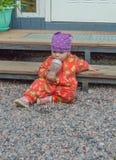 在有一个瓶的台阶附近婴儿食品 库存照片