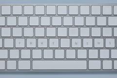 在有其他的键盘写的词假新闻锁上删除 免版税库存图片