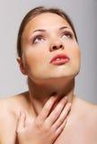 在有刺的概念附近她的痛苦喉头电汇妇女年轻人 免版税库存图片