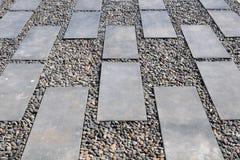 在有卵石花纹的石道路 免版税库存图片