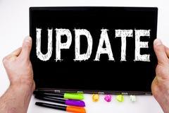 在有标志的,笔,文具办公室更新在片剂写的文本,计算机 数字式互联网的Improvem企业概念 免版税库存图片