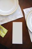 在有白色空白纸的一家餐馆制表布局文本的 免版税图库摄影