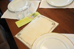 在有菜单的一家餐馆制表布局与文本的自由空间 库存照片