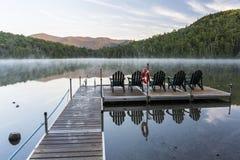 在有薄雾的Heart湖的日出 免版税库存图片