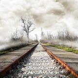 在有雾的风景的铁路 图库摄影
