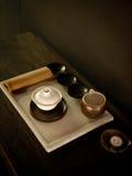 在服务台上的茶具茶屋2 免版税库存图片