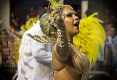 在服装的Passista在Carnaval 免版税图库摄影