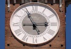 在朗贝尔蒂塔的时钟- theLamberti中世纪塔在维罗纳 库存照片