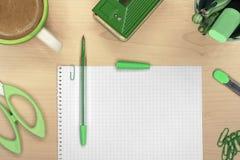 在木书桌上的办公室工具用咖啡 免版税库存图片