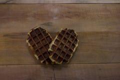 在木书桌上的比利时华夫饼干 免版税库存照片