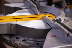 在木产品制造业的机器 关闭 免版税库存照片