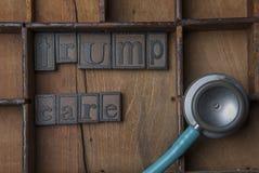 在木信件的Trumpcare与医疗听诊器 免版税图库摄影