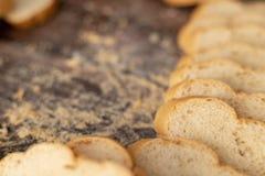 在木切的法式面包 免版税库存照片