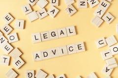 在木刻写的法律建议 木ABC 免版税库存图片
