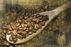 在木匙子的咖啡 免版税库存照片