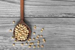 在木匙子的扁豆豆 库存图片