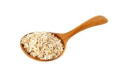 在木匙子的燕麦粥在白色 免版税库存图片